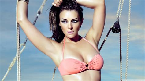 Optical Illusions Wallpaper photo collection elizabeth hurley hot wallpaper