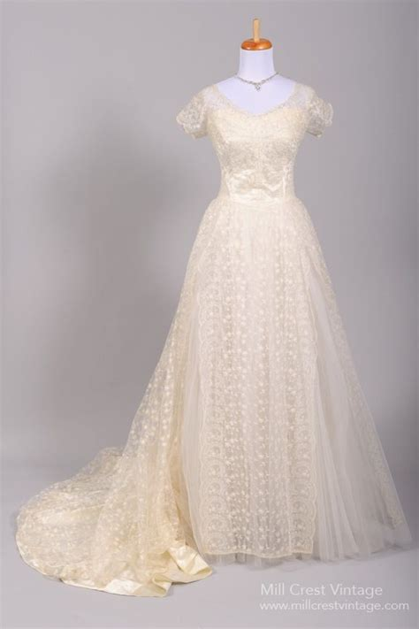 Where To Buy Wedding Gowns by Wondering Where To Buy Accesories For Your Wedding Gown
