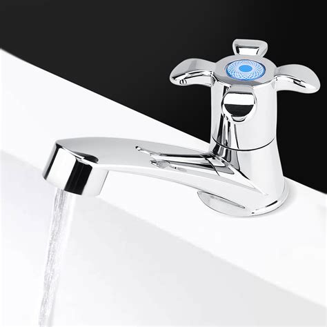 rubinetto dell acqua rubinetto dell acqua fredda lavandino per cucina