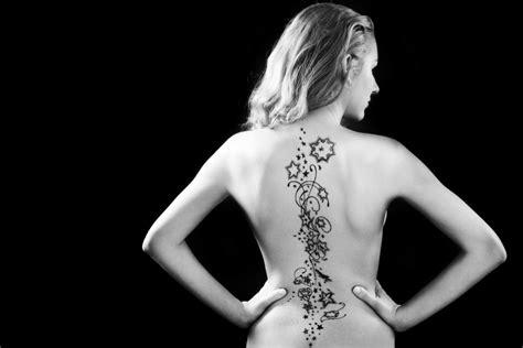 tatuaggi sulla schiena fiori tatuaggi femminili schiena braccio caviglia e collo i