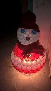 pupazzo di neve fatto con bicchieri pupazzo di neve con bicchieri di plastica bricolage