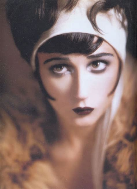 pictures of 1920s makeup 1920s makeup shapes contours of course gatsby all