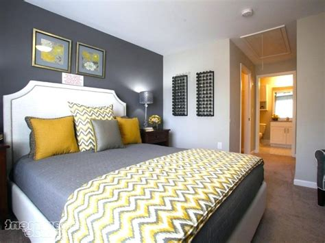 Grey Yellow Bedroom by Blue Yellow And Gray Bedroom Navy On Navy Blue And Yellow