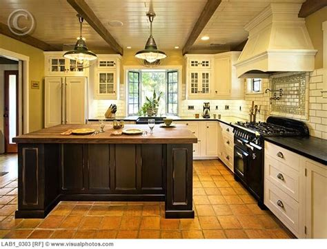 Spanish Style Kitchen Cabinets by Kitchen Spanish Style New Kitchen Pinterest