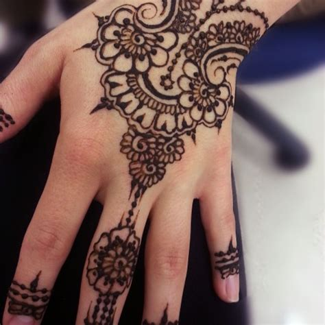 black henna tattoo for left hand inofashionstyle com 49 beautiful henna tattoos for