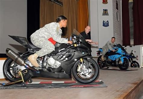 Sitzhaltung Motorrad by Us Army Road Safety Training With Bmw Specialists