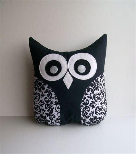 Bantal Owl black and white damask pillow decorative damask owl pillow unisex damask nursery childs room