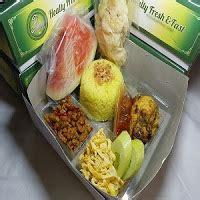 paket nasi kotak menu nasi kuning