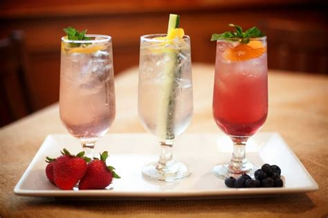 16 fruity alcoholic drinks to order at a bar