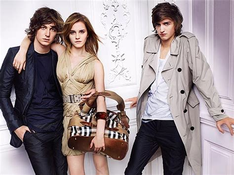 ad courtesy of e news 2010 photos of anistons lolavie promotion emma watson s spring summer 2010 burberry ads revealed