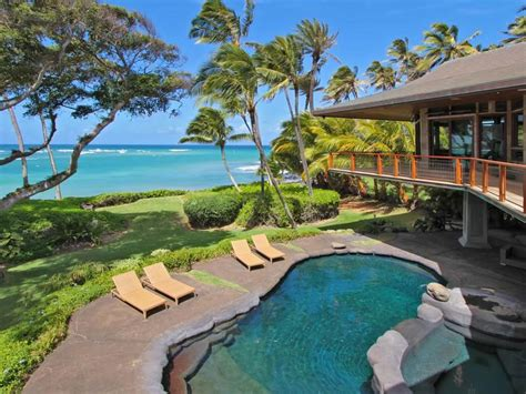 Oceanfront Residence in Hawaii Displaying A Creative