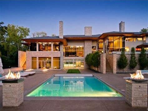 detroit area wow houses  pools spas crazy big