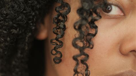 how to define natural curls for curly hair tutorial