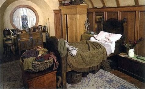 hobbit hole bedroom 1000 ideas about nerd bedroom on pinterest theater