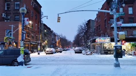 Worst Snowstorm In History New York Ny 24 Hour Delis Open Few People On Streets