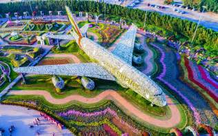 world largest flower garden the world s flower garden sits in the middle of a