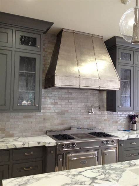 gray backsplash kitchen 17 best ideas about kitchen hoods on pinterest stove hoods white kitchen backsplash and