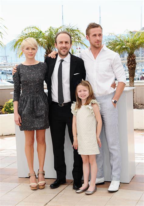 uk celebrities on facebook pictures of michelle williams and ryan gosling cuddling
