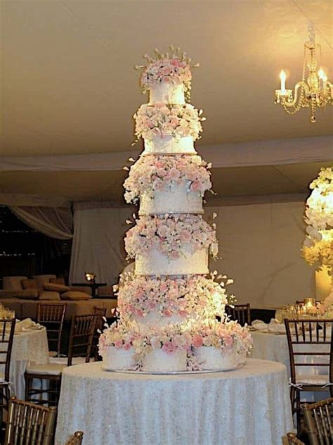 Big Wedding Cakes Pictures by 5 Beautiful Wedding Cakes The Inspired