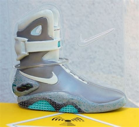 Air Replika Nike Air Mag Ceramic Replica Figure By Tinker Hatfield Produced By Nike Rotocasted