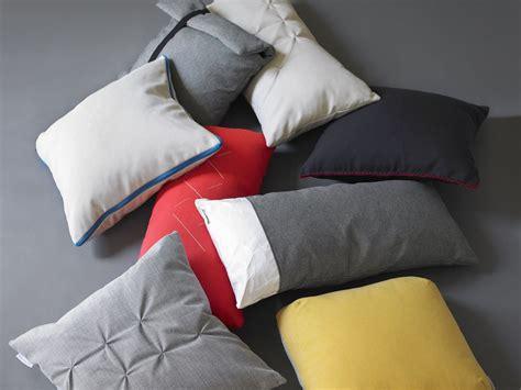 cuscini in piuma d oca cuscino rettangolare in piuma d oca paper by viccarbe