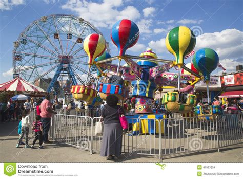 theme park new york wonder wheel at the coney island amusement park editorial