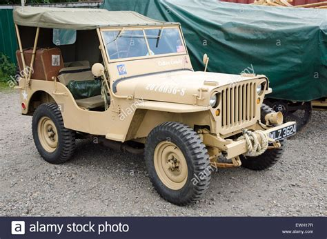 ww2 jeep a willys jeep from ww2 in desert sand colours these