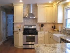 kitchen cabinet height 8 foot ceiling 36 quot upper cabinets with 6 quot stacked molding 8 foot