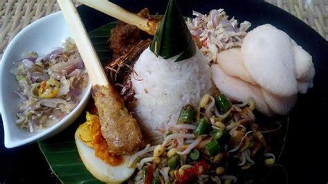 nasi campur ala seminyak bali nasi putih sate ikan