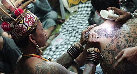 tato dayak borneo mengenal tato suku dayak kalimantan indonesia