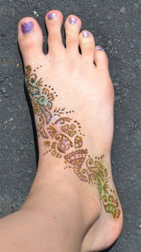 henna tattoo application foot henna by yobanda on deviantart