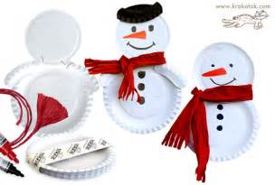 Paper plates were stapled together to make this snowman decorate
