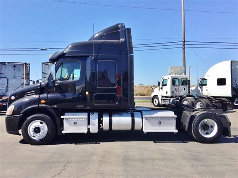 Single Axle Trucks With Sleeper For Sale by Freightliner Single Axle Sleepers For Sale