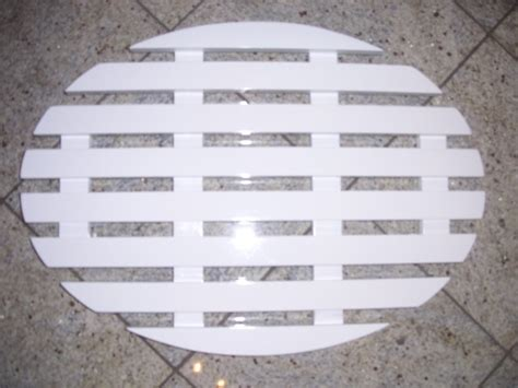 Wooden Slatted Bath Mat by Wooden Slatted Duckboard Bathroom Mat Oval Or Rectangular