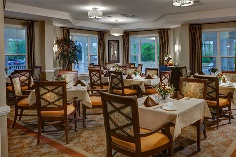 assisted living dining room formation shelbourne senior living services the solana