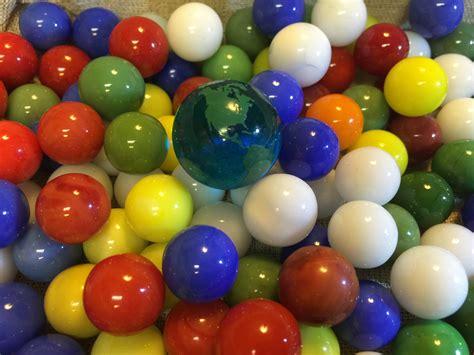 Mainan Bola Balon gambar bermain bulat kaca balon makanan hijau warna biru warna warni mainan bumi