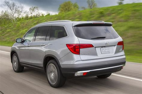 Honda Pilot Versus Toyota Highlander 2016 Honda Pilot Vs 2015 Toyota Highlander Which Is