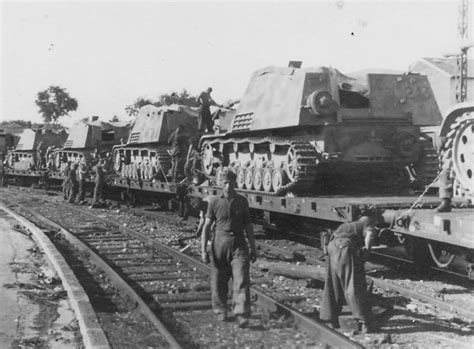 panzerj ger on the battlefield world war two nashorn panzerjager rail transport to anzio world war photos