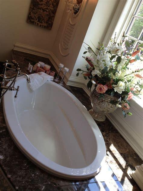 fancy bath tub marble Beautiful Bathtubs Pinterest Bath tubs, Tubs and Marbles