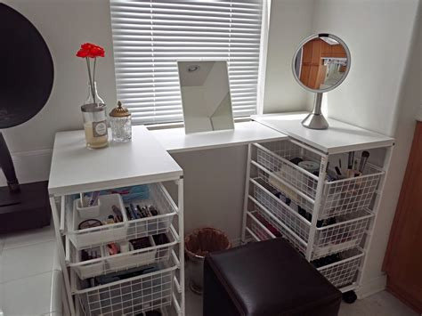 Simple And Cool White Diy Vanity Table With Pull Out Wire Diy Vanity Table
