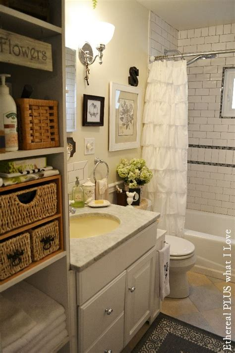 Country Bathroom Ideas For Small Bathrooms 25 Best Ideas About Small Cottage Bathrooms On Pinterest Small Cottage Plans Guest Cottage