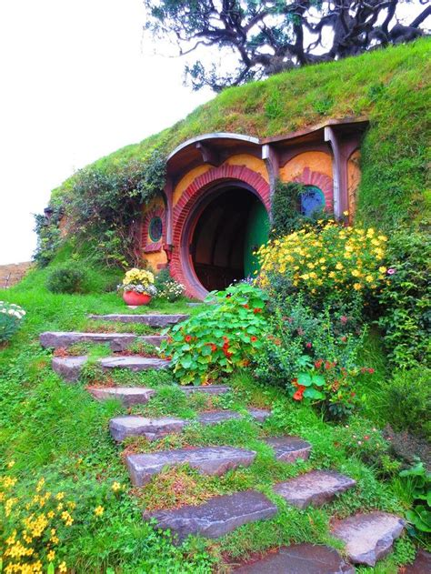 hobbit house pictures hobbit house new zealand hobbit homes pinterest