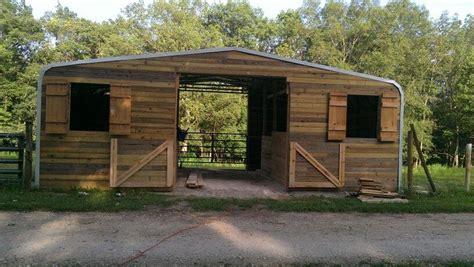 pallet horse shelters easy diy  crafts