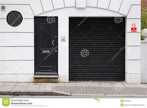 white house garage garage door royalty free stock photography image 35158547