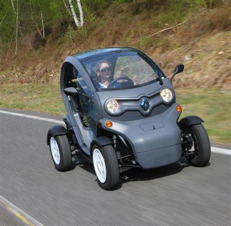 Auto Ohne T V Fahren by Elektroauto Den Renault Twizy Kann Schon Mit 16