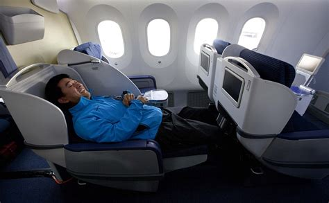 Airplane Comfort by Boeing Makes 1st Delivery Of New Carbon Fibre 787