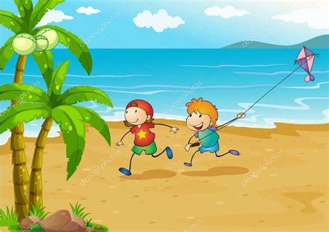 imagenes niños jugando en el mar ni 241 os jugando en la playa con su cometa vector de stock