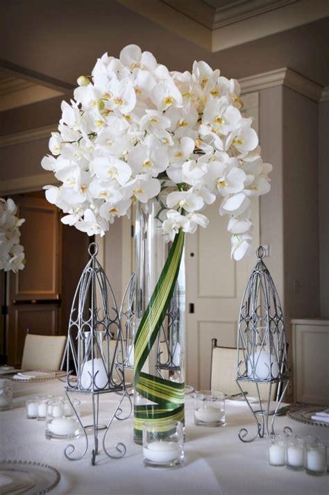 simple small white flower arrangements centerpieces 11
