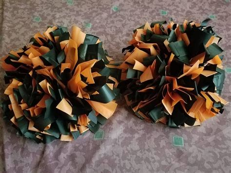 How To Make Cheerleading Pom Poms Out Of Crepe Paper - diy cheer pom poms