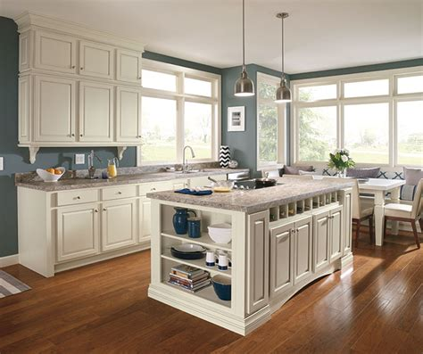 maple kitchen cabinets lowes diamond at lowes find your style culver maple dover
